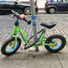 niño se lleva una sorpresa donde aparca su bicicleta palaciodeljuguete